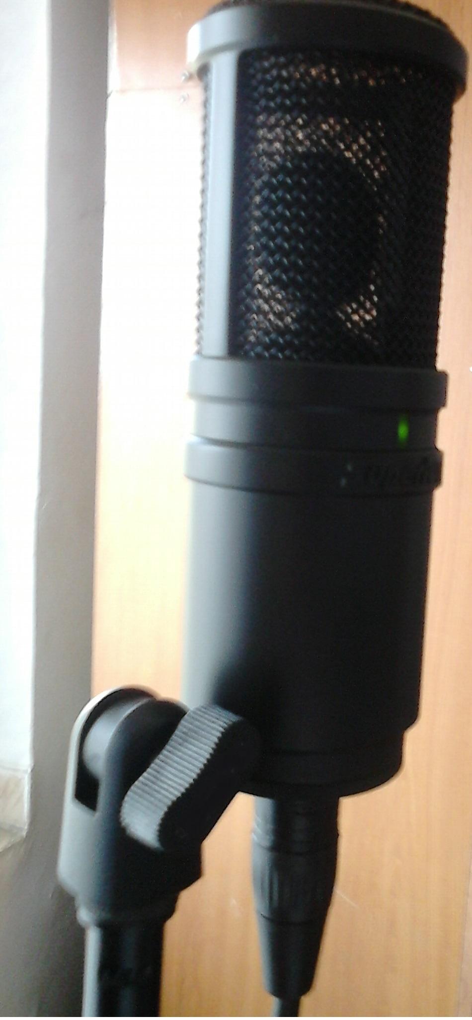 Cum se fabrică un microfon