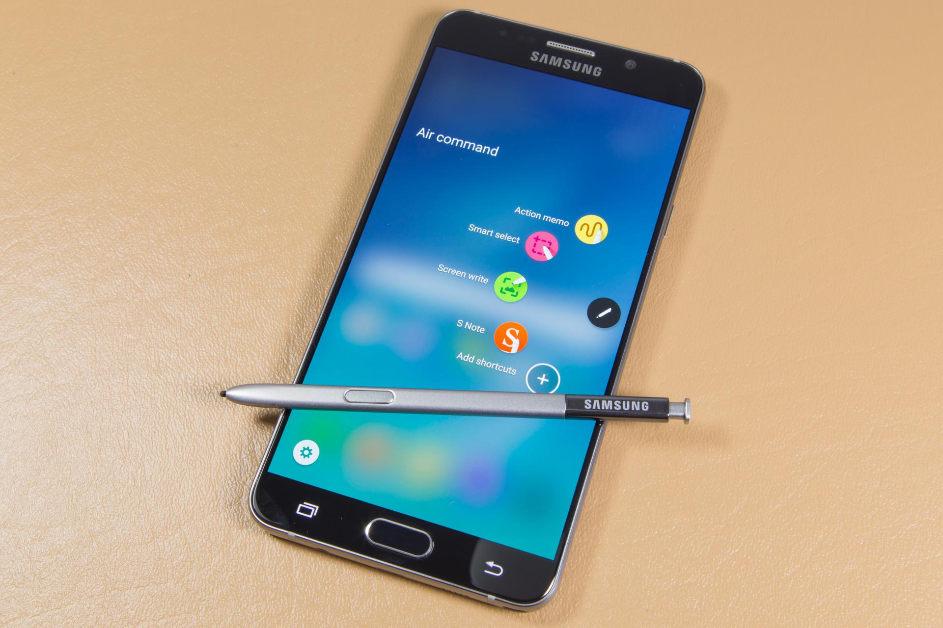În noul Note 5 poți introduce S-pen-ul invers fără grijă