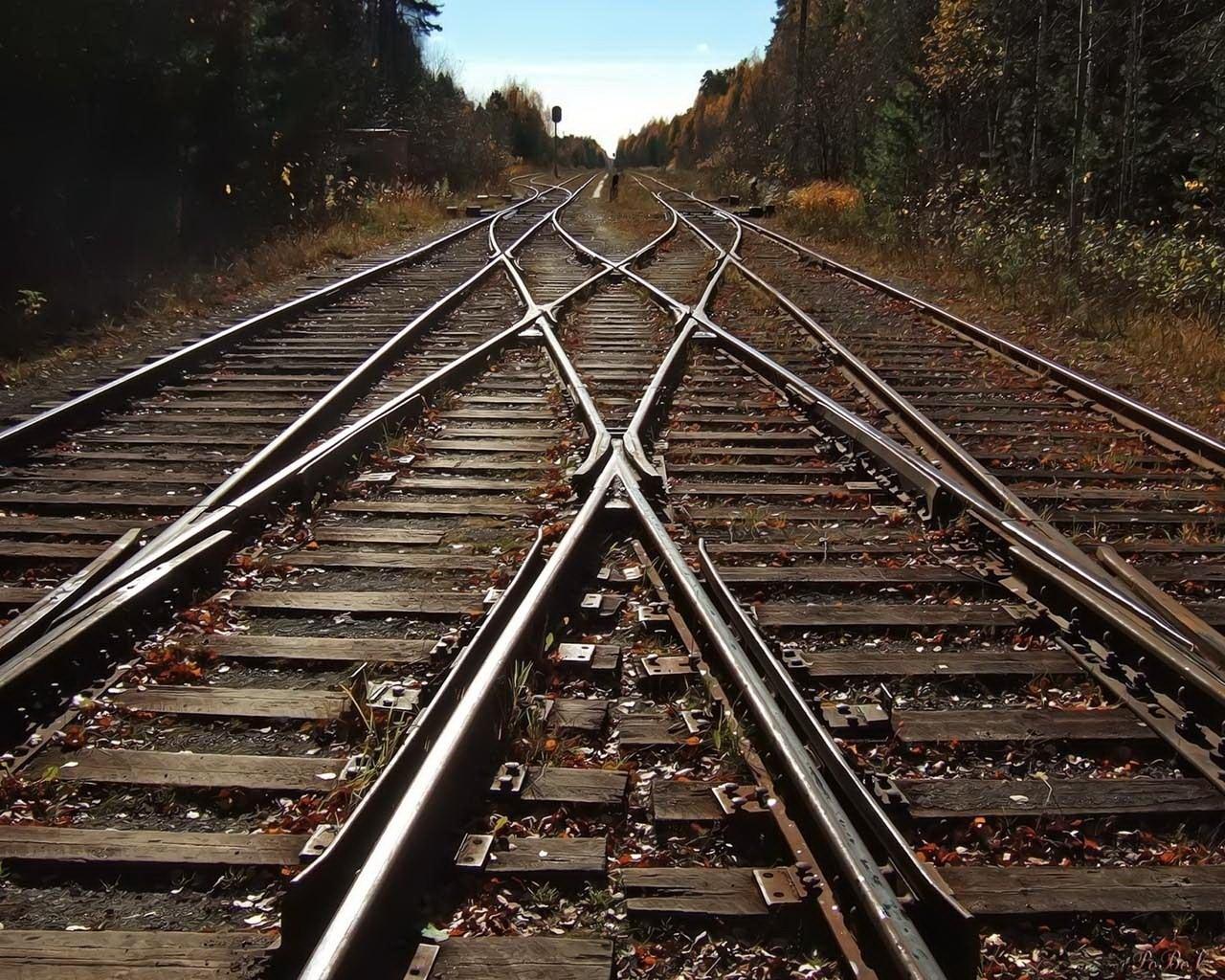 Îți poți încărca telefonul de la calea ferată. Dar e ilegal.