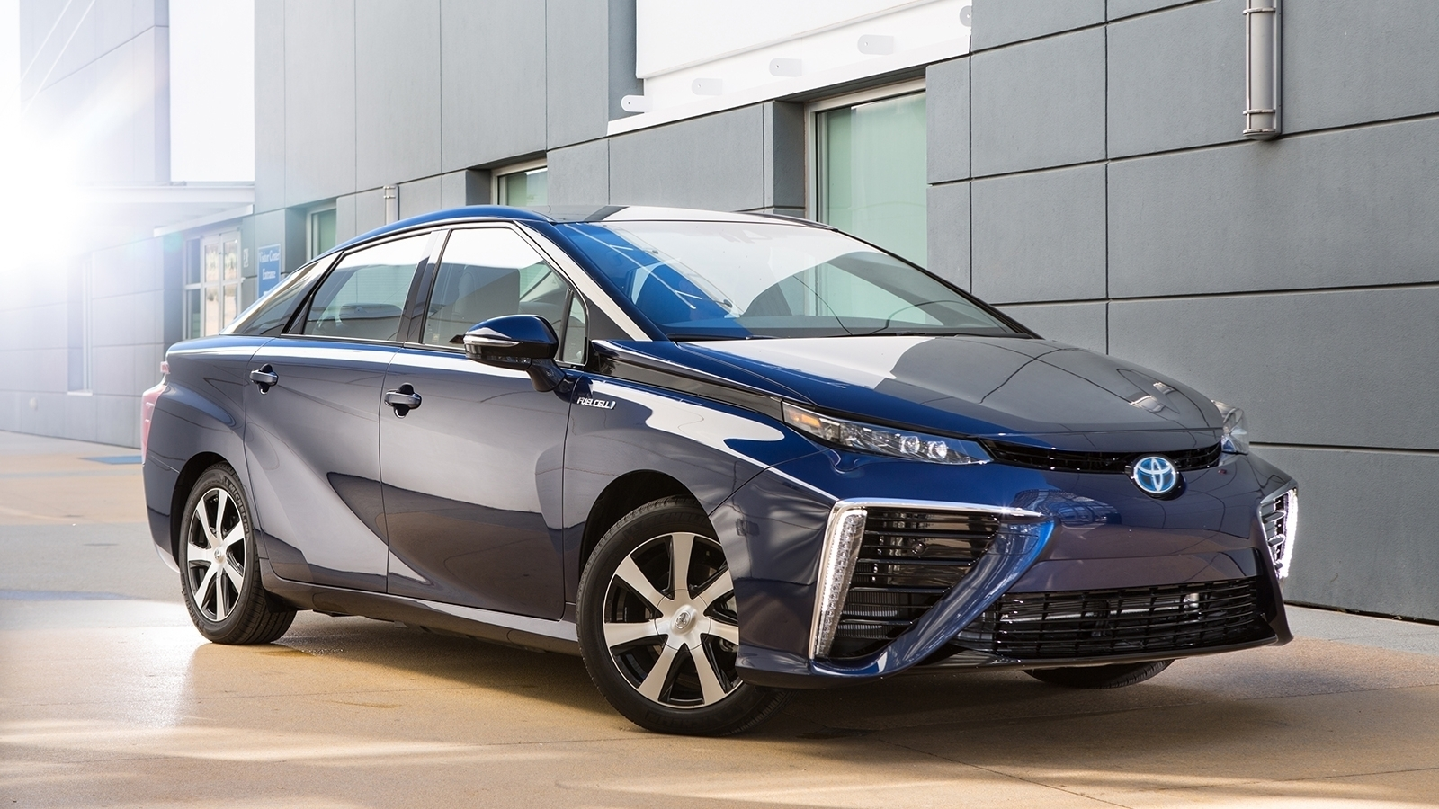 """Toyota Mirai – cea mai """"verde"""" mașină din 2016"""