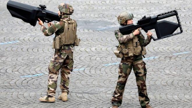 Armata franceză caută scriitori SF